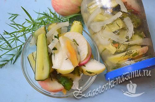 Салат из огурцов с яблоками на зиму – рецепт с фото