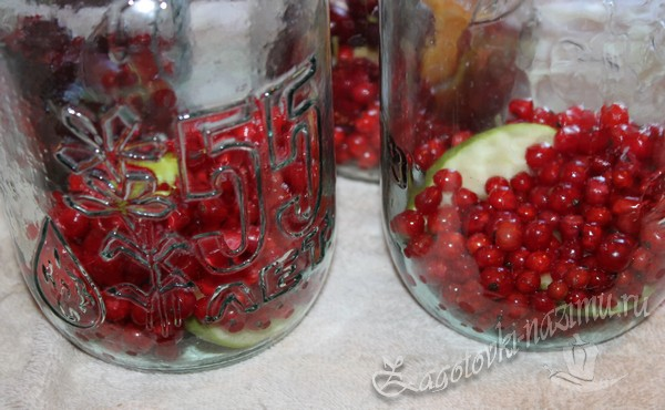 ягоды и фрукты в банках