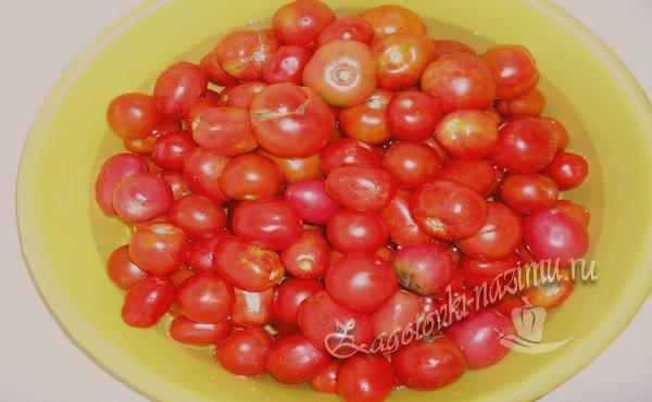 вымыть помидоры