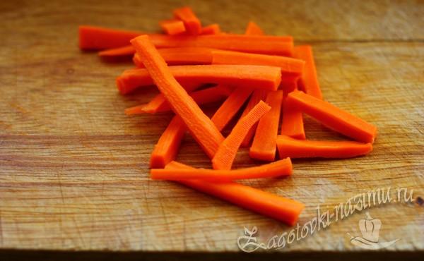 нарезать морковь соломкой