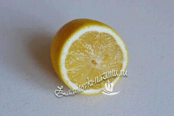 лимон помыть, кожицу натереть на терке, выдавить сок