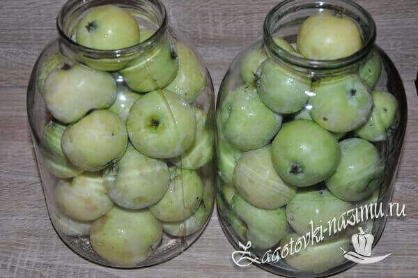 Яблоки в банке