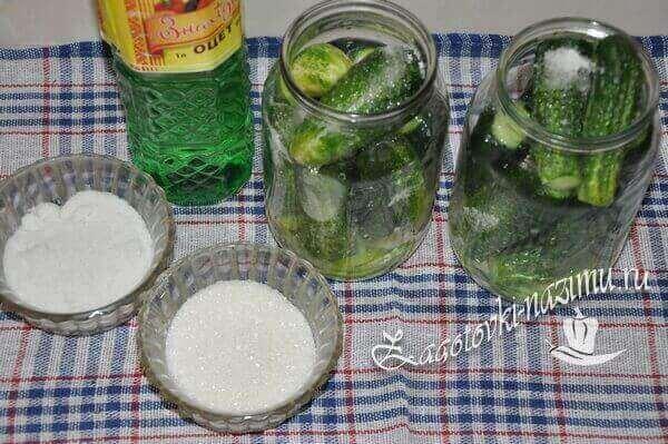 Приготовить маринад для огурцов по-болгарски