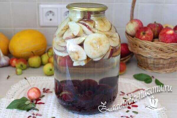 Заливаем водой фрукты