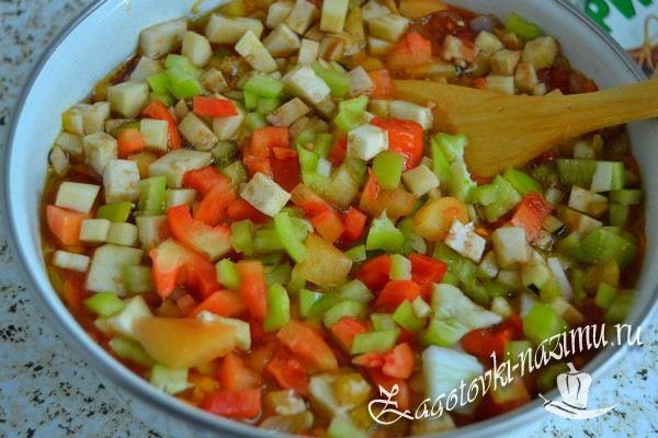 Добавить баклажаны и перец
