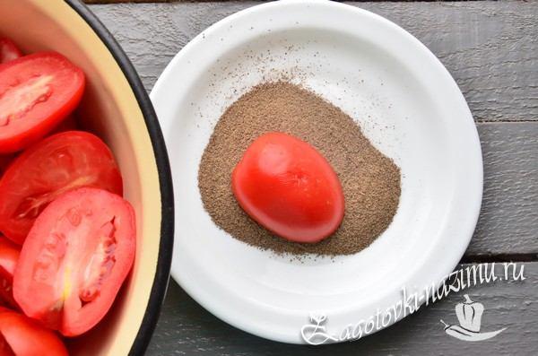 Обмакните помидоры в молотый перец