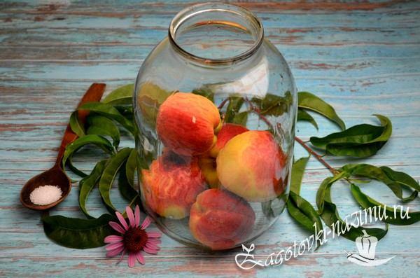 Положить персики