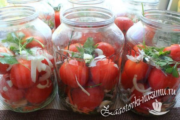 Заполните томатами банку