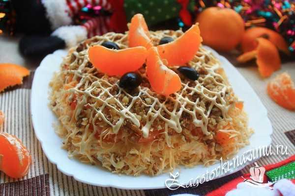 Салат с мандарином и курицей и сыром
