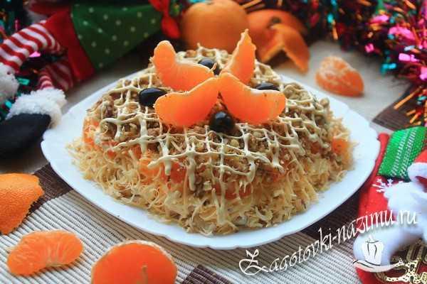 Салат с мандарином и курицей и сыром «Голубой огонёк»