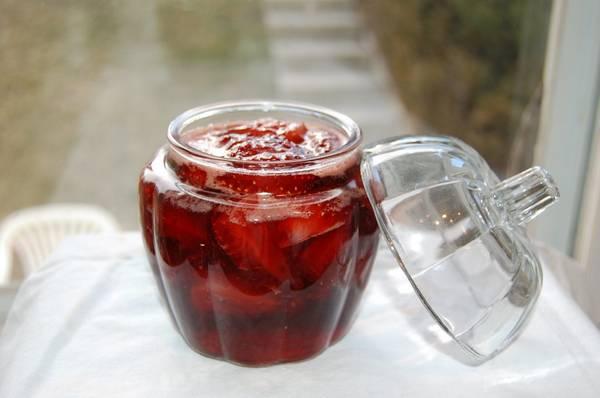 Клубника в собственном соку на зиму без стерилизации