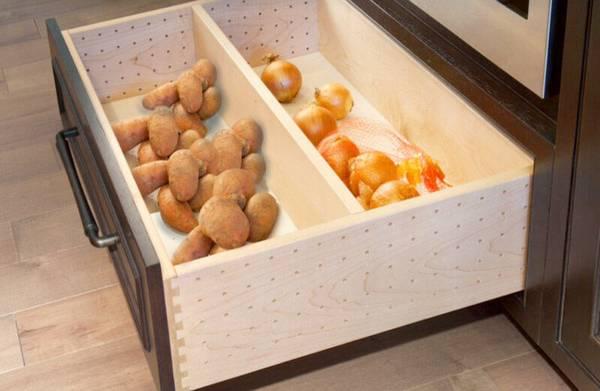 картошка и другие овощи на кухне