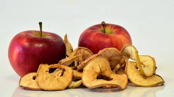 свежие и сушеные яблоки