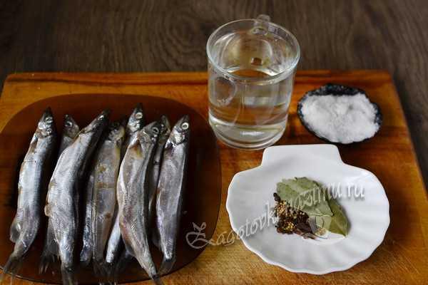 ингредиенты для засолки мойвы