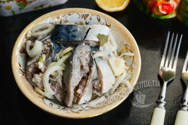 Скумбрия маринованная в банке с луком - рецепт с фото пошагово