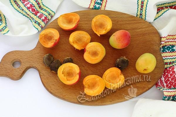 Плоды на досточке